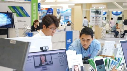 대한민국 ICT 융합 엑스포 2018 리모트미팅 체험 부스 스케치-03